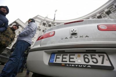 Автомобілі на єврономерах можна буде офіційно розмитнити за 1 тис євро