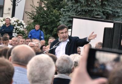 Саакашвілі розпочав зустріч з буковинцями у центрі Чернівців (ФОТО)
