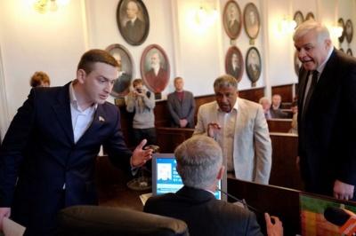 «Ридномистян» не включили в группу «Совместными усилиями защитим Черновцы», потому что они - политические приблуды, - депутат