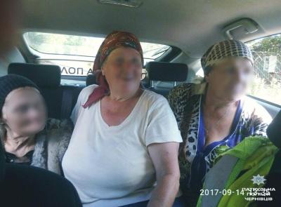 У Чернівцях поліцейські допомогли повернутися додому загубленій бабусі
