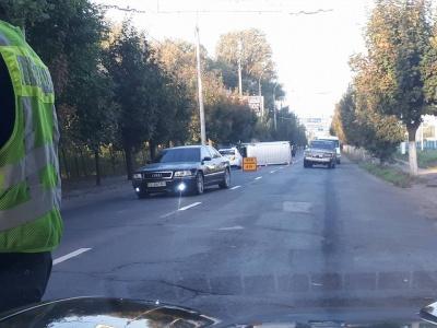 У Чернівцях на Хотинській перекинувся мікроавтобус (ФОТО)