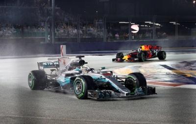 Формула 1: Хемілтон виграв Гран-прі у Сінгапурі
