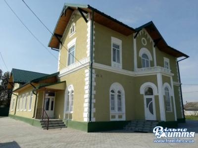 У буковинському селі відремонтували панський палац