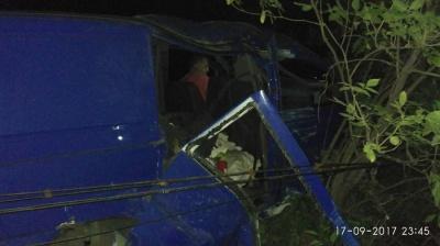 """""""Мерседес"""" на Сокирянщині врізався в стовп - пасажирку з травмами госпіталізовано"""