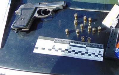 Поліція затримала чернівчанина з пістолетом