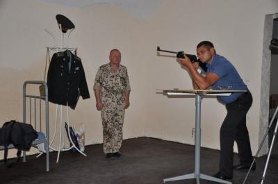В школе в Черновцах учителя начали стрельбы: проводят занятия для учителей предмета «Защита Отечества» (ФОТО)