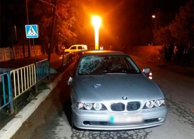 На Буковині під колесами БМВ загинув чоловік