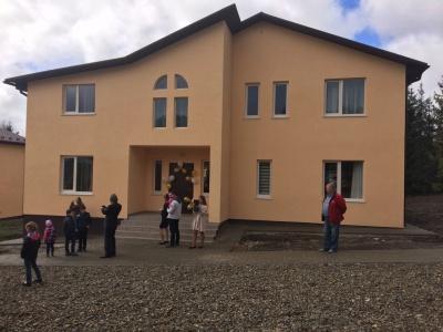 В Черновцах построили три дома для семей, усыновивших детей (ФОТО)