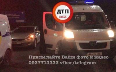 У Києві пішохода-порушника збив автомобіль, потім переїхала вантажівка