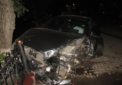 У Чернівецькій області «Ауді» зіткнулося з «Мерседесом»: пасажирку госпіталізували з переломом ключиці