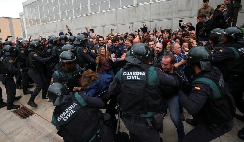 Іспанська поліція взяла під контроль Центр телекомунікацій Каталонії