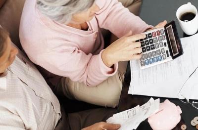 Кабмин решил поднять размер минимальной пенсии до 1452 грн