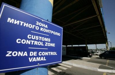 На Буковині через ремонт дороги на пункті пропуску «Порубне» на два місяці обмежили рух транспорту