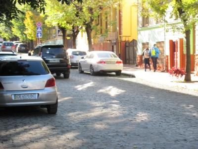 У Чернівцях відкрили вулицю Хмельницького – автівки вже гасають (ФОТО)