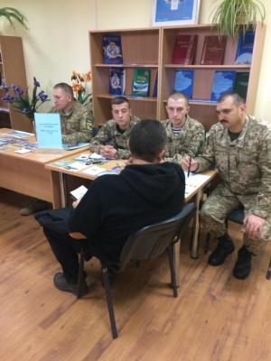 У Чернівцях на ярмарку вакансій пропонували зарплату до 17 тисяч гривень (ФОТО)
