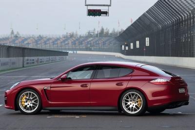 Журналісти знайшли Porsche Panamera у матері прокурора з Чернівців