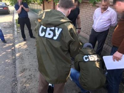На Буковині суд оштрафував слідчого поліції, якого зловили на хабарі 600 доларів