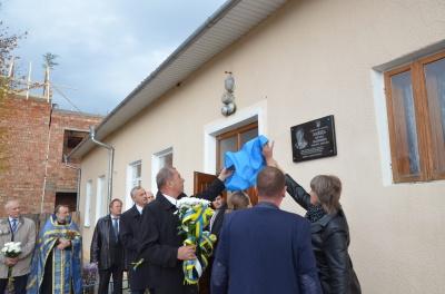 У Чернівецькій області відкрили меморіальну дошку бійцю АТО Петру Зайцю