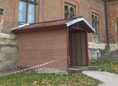 У головній історичній пам'ятці Чернівців добудували вхід у підвальні приміщення (ФОТО)