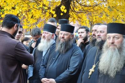 На «румынском» пикете в Черновцах «засветились» отец Жар со священниками и активисты «Опоблоку»