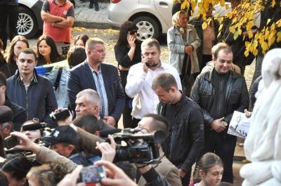 На пікеті румунів у Чернівцях «засвітились» отець Жар із священиками та активісти «Опоблоку»