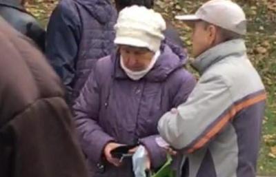 Нардеп з Буковини заявив, що став свідком виплати грошей учасникам мітингу під Радою (ВІДЕО)