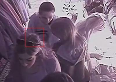 У Чернівцях група неповнолітніх дівчат обікрала магазин одягу (ВІДЕО)