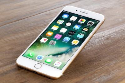 """Apple буде випускати iPhone X """"для бідних"""""""