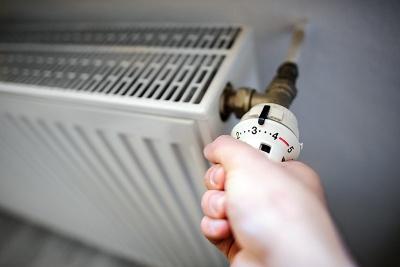 Опалювальний сезон: тепловики пояснили, чому не у всіх будинках чернівчан є тепло