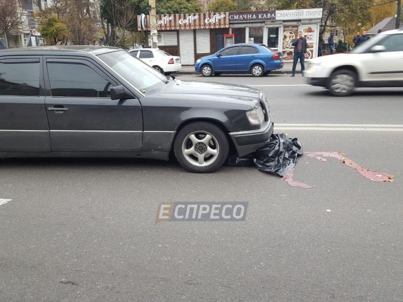 Жахлива ДТП вКиєві: автомобіль під колесами протягнув пішохода 40 метрів