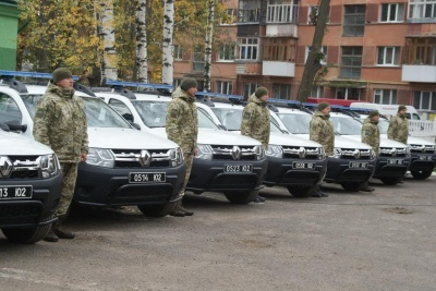 У Чернівцях прикордонникам передали для служби 9 автомобілів Renault Duster