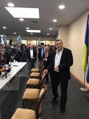 Звільнені з ув'язнення Умеров та Чийгоз прилетіли до Києва