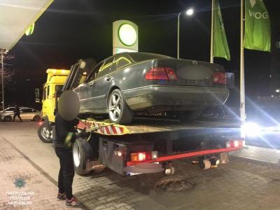 У поліції повідомили деталі затримання п'яного водія на АЗС у Чернівцях