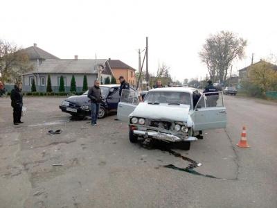 На Буковині зіткнулися два «ВАЗи»: одного з водіїв госпіталізували з переломом