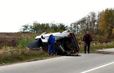 На Буковині під час руху раптово перекинувся автомобіль Ford: без потерпілих (ФОТО)