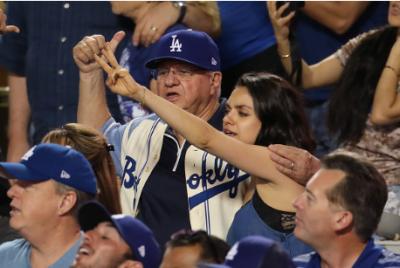 Голлівудська зірка із Чернівців відвідує бейсбольні матчі разом із батьком (ФОТО)