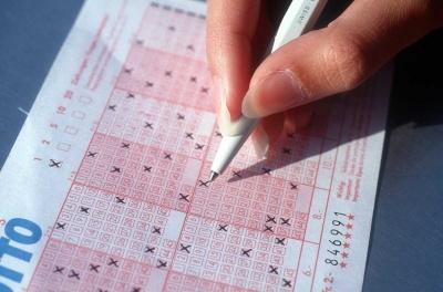 Стопами Ляшка: у Чернівцях сім'я працівниці податкової виграла в лотерею 28 тис грн