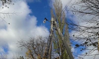 У Чернівецькій області внаслідок нічного буревію 9 населених пунктів ще залишаються без електропостачання