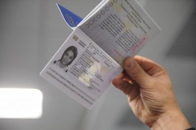 На біометричні паспорти вже треба чекати три місяці