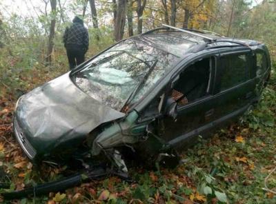 На Буковині сталася ДТП за участю трьох авто, «Опель» вилетів з дороги (ФОТО)