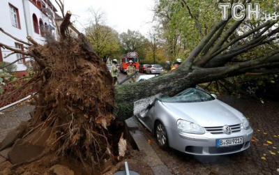 """Зросла кількість загиблих внаслідок урагану """"Герварт"""" у Європі"""