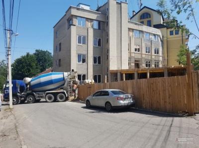 У Чернівцях депутат пропонує скасувати договір оренди землі фірмі, що будується на вулиці 28 червня
