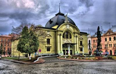 «Страшна» вечірка у Чернівцях і зустріч із засновниками видавництва «П'яний корабель»: анонси на 31 жовтня