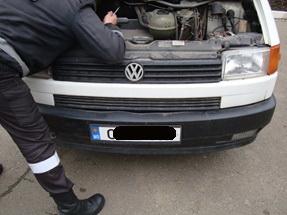 На кордоні на Буковині затримали бус з перебитими номерами