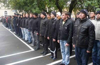 У Генштабі кажуть, що призовники які не отримали повістку, мають самі приходити до військкоматів