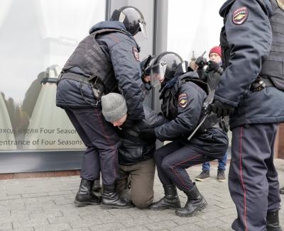 У Росії затримують навіть людей з інвалідністю, вже більше 400 осіб