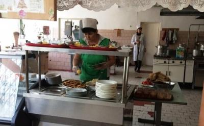 У Чернівцях у школі №27 звільнили працівника, через якого похворіли учні