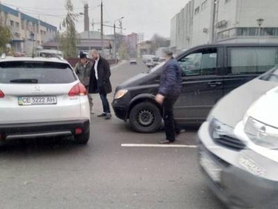 Вранці у Чернівцях сталося два ДТП