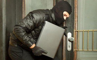 Попросив ноутбук і здав його в ломбард. У Чернівцях поліція затримала 21-річного шахрая
