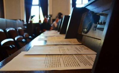 Чернівецька міськрада закупить 75 мікрофонів для системи голосування «Рада»